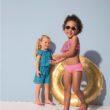 Plażowanie z dziećmi: o czym pamiętać, by stało się przyjemnością