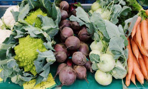 Lokalny Rolnik to wirtualny targ prawdziwego jedzenia warzyw i owoców z ekologicznych upraw, wiejskich jaj i nabiału, mięsa, wędlin i ryb z małych hodowli